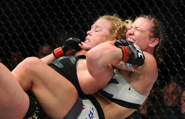 Holly Holm vs Miesha Tate by Wally Skalij for Los Angeles Times
