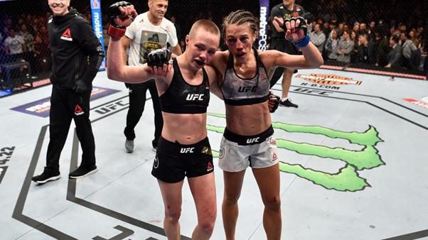 Rose Namajunas defeats Joanna Jedrzejczyk at UFC 223 photo credit CBSSports.com